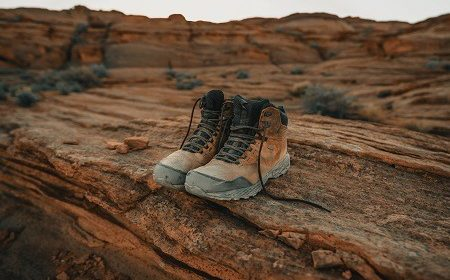 How to Clean Smelly Hiking Boots? (Expert Tips)