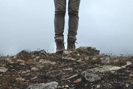how to tie hiking boots to prevent blisters
