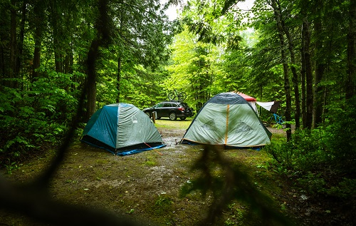 stay dry when camping in the rain