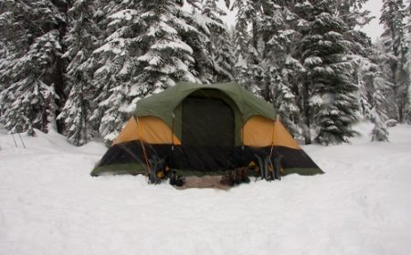 How to Set Up a Tent in Snow – A Complete Guide