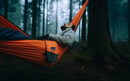 Winter Hammock Camping Guide – 37 Tips to Stay Warm and Cozy
